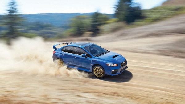 Subaru WRX STI si užijete na štěrkové cestě i na hladkém vlhkém asfaltu.