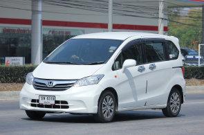 Honda m� prvn� hybrid, kter� nepot�ebuje kovy vz�cn�ch zemin. Jeho motor je leh�� a jde vyrobit bez ��nsk�ch surovin