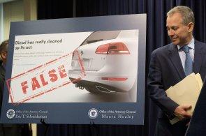 Na Volkswagen u� �to�� i jednotliv� americk� st�ty s New Yorkem v �ele. V �alob�ch po�aduj�