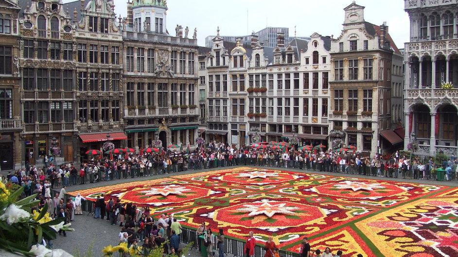 Květinový koberec je na bruselském náměstí jednou za dva roky.