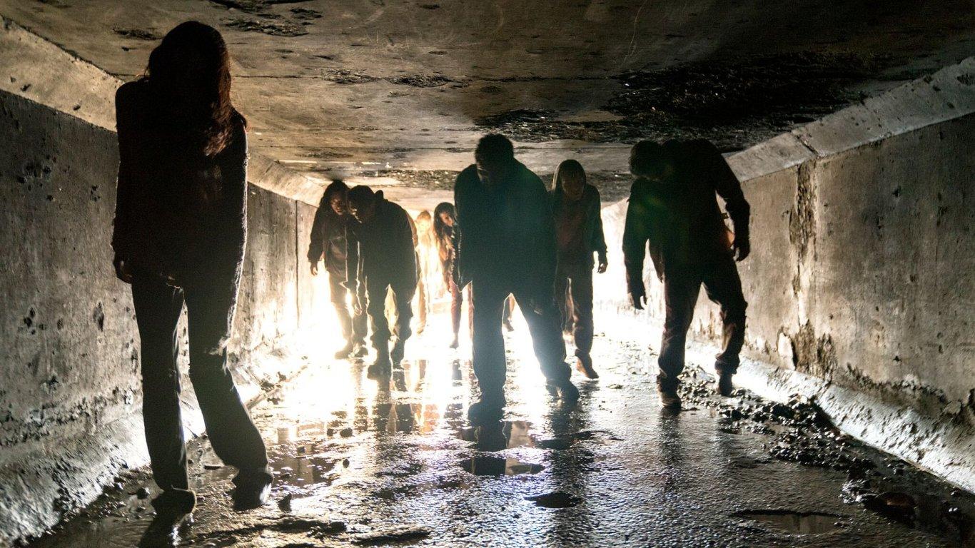 Třetí řadu seriálu Živí mrtví: Počátek konce začala televize AMC vysílat v pondělí večer.