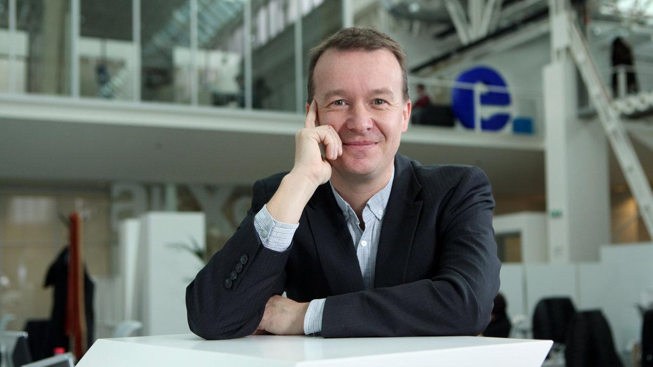 Komentátor HN Petr Honzejk.