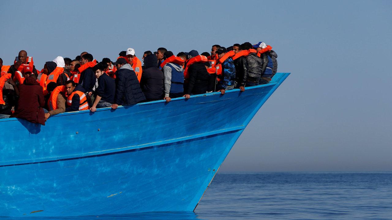 Migrantů, kteří doplují po Středozemním moři do Itálie, díky Libyjcům ubylo – Ilustrační foto.