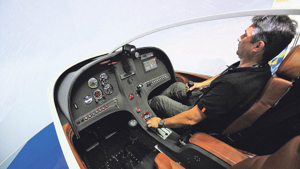 V současné době se simulátory prosazují stále více i v leteckých školách menších a malých letadel.
