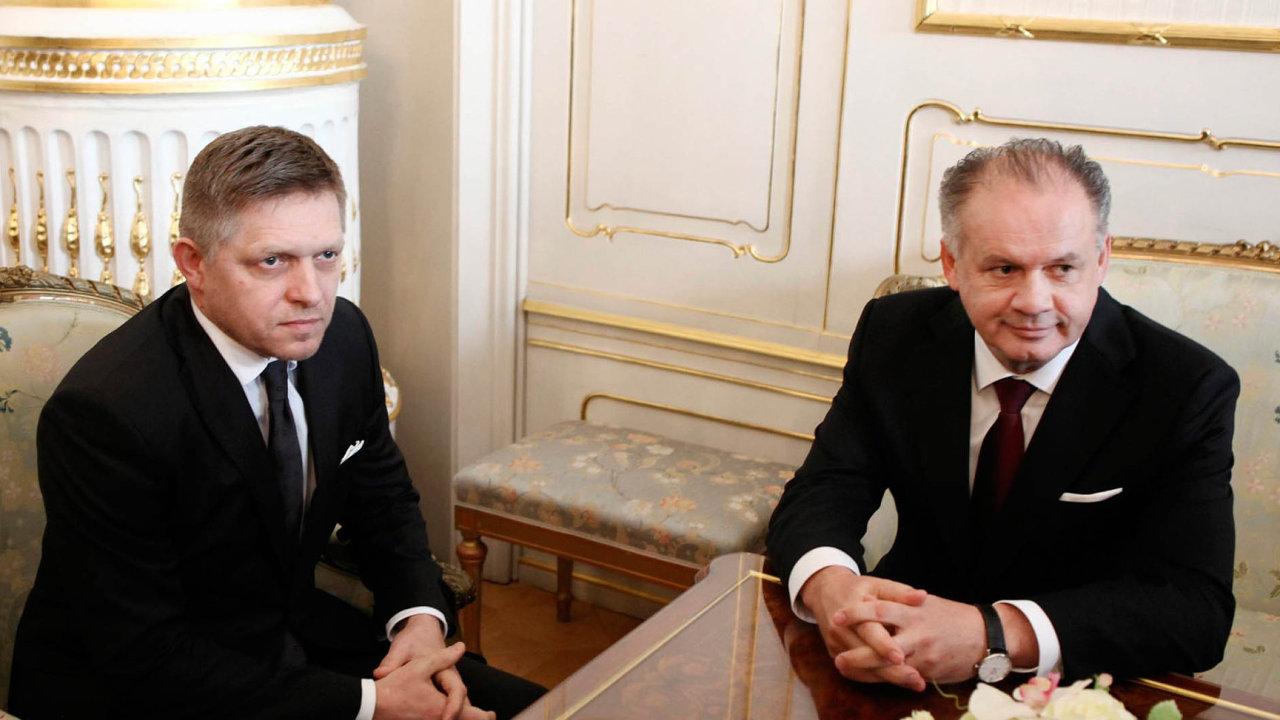 Slovenští politici včetně premiéra Roberta Fica (vlevo) nebo prezidenta Andreje Kisky společně prohlásili, že zeSlovenska se stal
