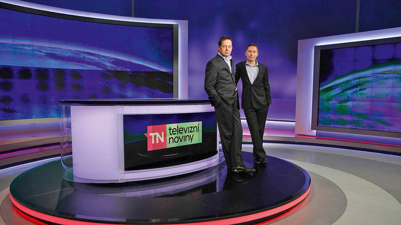 Generální ředitelé CME Christoph Mainusch (vlevo) a Michael Del Nin v barrandovském studiu Novy.