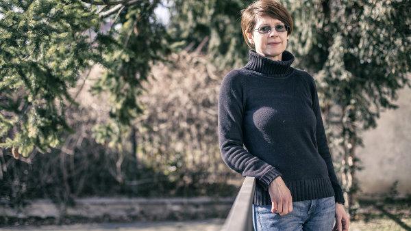 Kateřina Soukupová se svým manželem se starají o osiřelé veverky ve vlastní záchranné stanici.