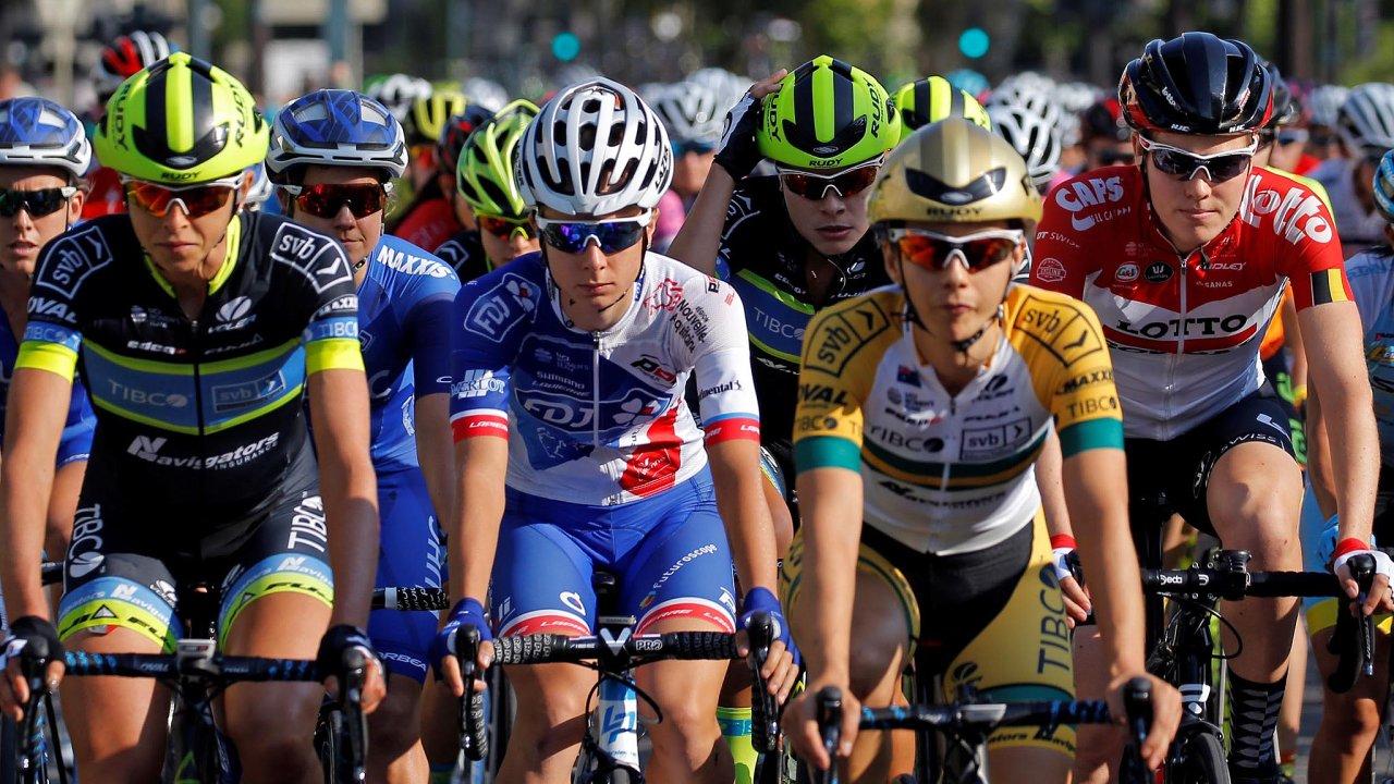 Francií právě křižuje světová cyklistická elita.