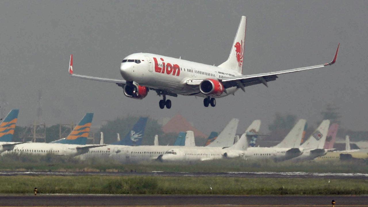 Pasažéři ze zachráněného letu Boeingu společnosti Lion Air z 28. října na sociálních sítích popisovali kolísání rychlosti a výšky letu.