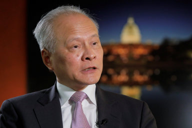 Čínský velvyslanec v USA Cchuej Tchien-kchaj varuje před případnými sankcemi, které by Spojené státy mohly na Čínu uvalit kvůli zacházení s Ujgury.