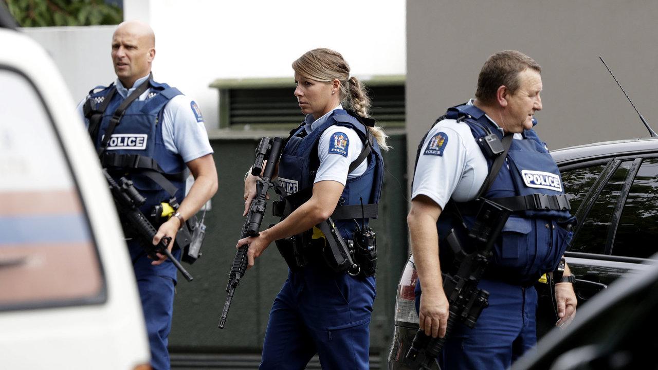 Při střelbě v novozélandských mešitách zemřelo mnoho lidí.
