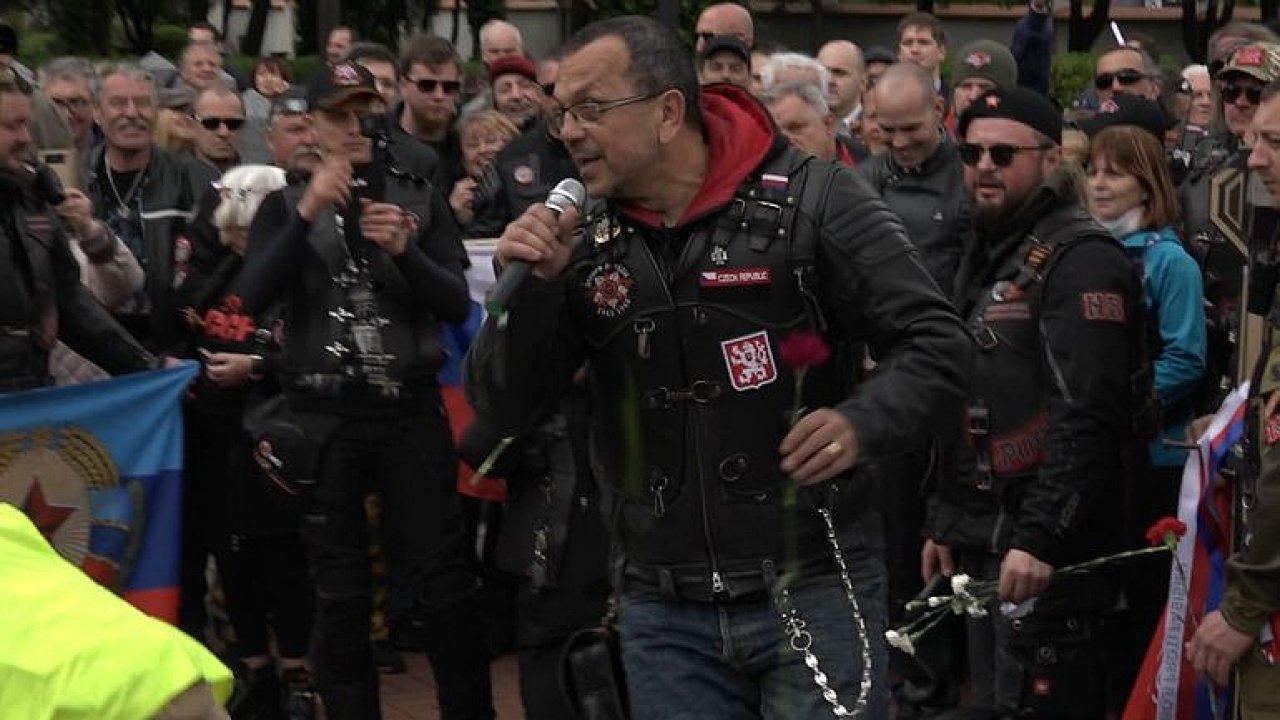 Poslanec Foldyna podpořil Noční vlky a poučoval odpůrce jízdy motorkářů.