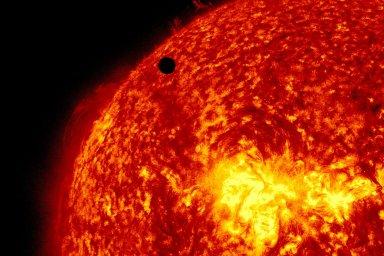 Mise Plato si klade za cíl objevit extrasolární planety, tedy planety obíhající kolem jasných hvězd jiných než Slunce.
