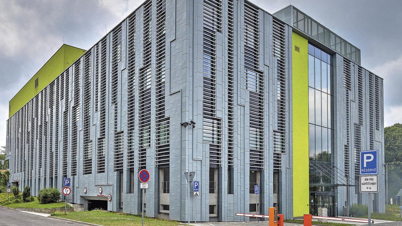 Superpočítače Anselm aSalomonjsou odléta 2015 umístěny vnové budově vporubském areálu.