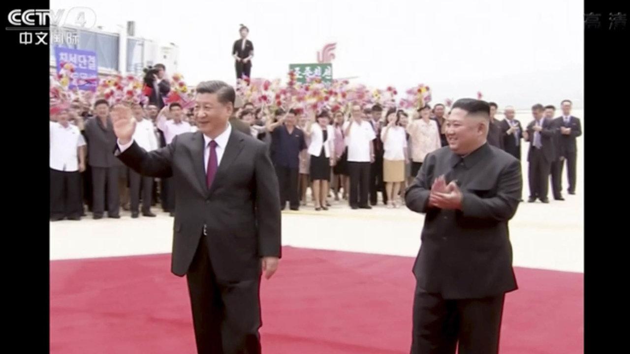 Večtvrtek přijel doPchjongjangu Chuův nástupce Si Ťin-pching. Japonská agentura Kjódó uvedla, že severokorejský diktátor Kim Čong-un vyjádřil zklamání ztoho, jak se vyvíjí rozhovory s USA.
