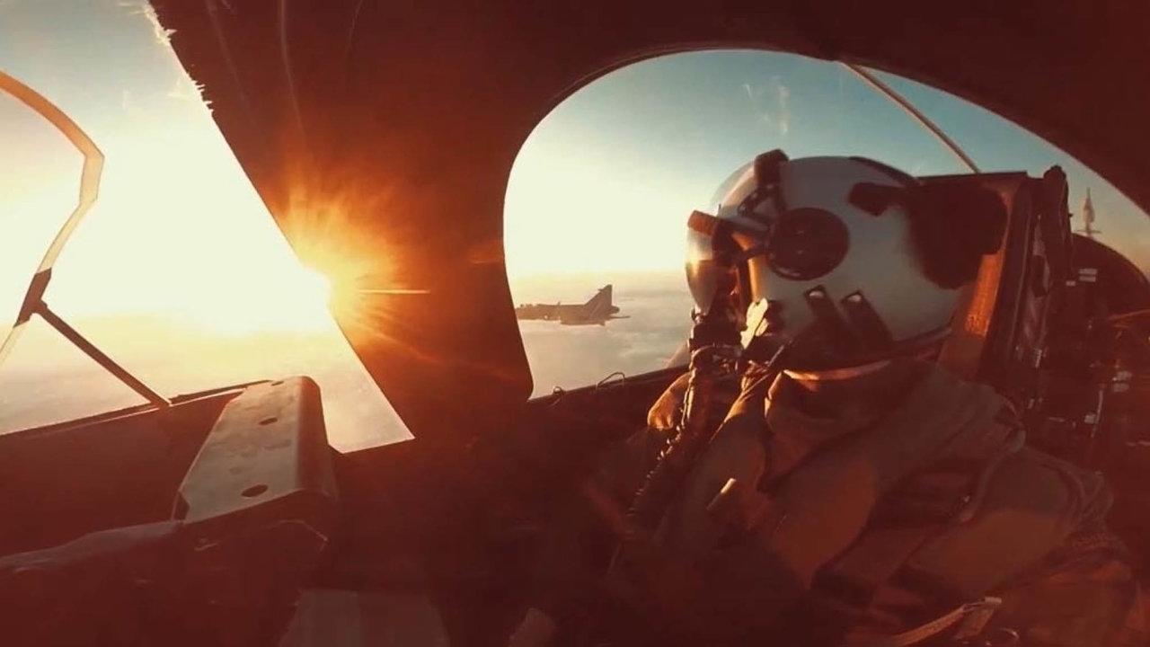 Reklama nabojový kokpit. Jeden zarmádních spotů ukazuje krásy létání stíhačkou.