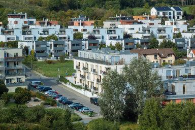 Hlavní vliv na růst cen má nadále vyšší nájemné, dražší elektřina a další ceny spojené s bydlením.