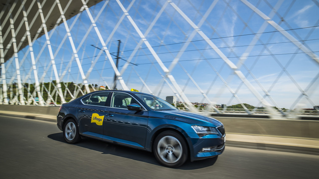 Online taxislužba Liftago rozjíždí systém pro sdílenou přepravu zásilek