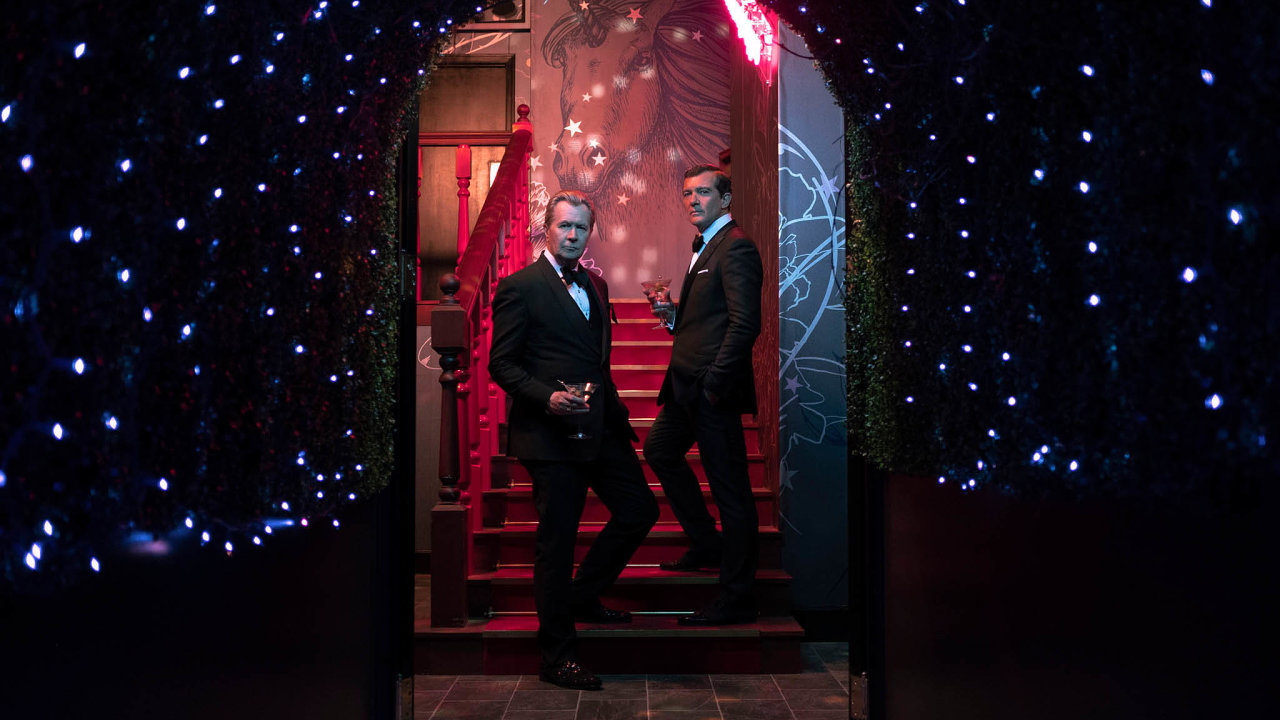 Majitele firmy Mossack Fonseca vefilmu ztvárnili Antonio Banderas (vpravo) aGary Oldman.