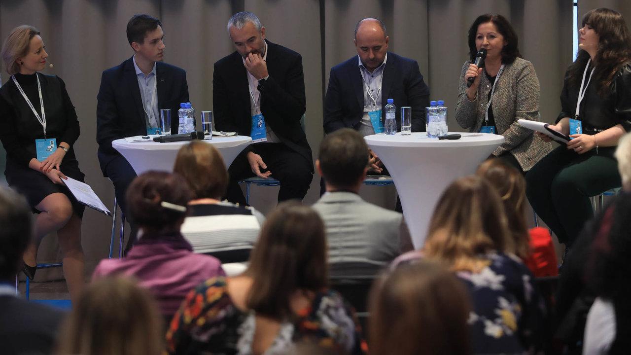 Zleva Denisa Kubová (Economia), Martin Filip a Jan Sondag (Teleflex Arrow), Michal Škoda (Hollandia Karlovy Vary), Hana Caltová (Kofola), Kristýna Moučková (Economia).