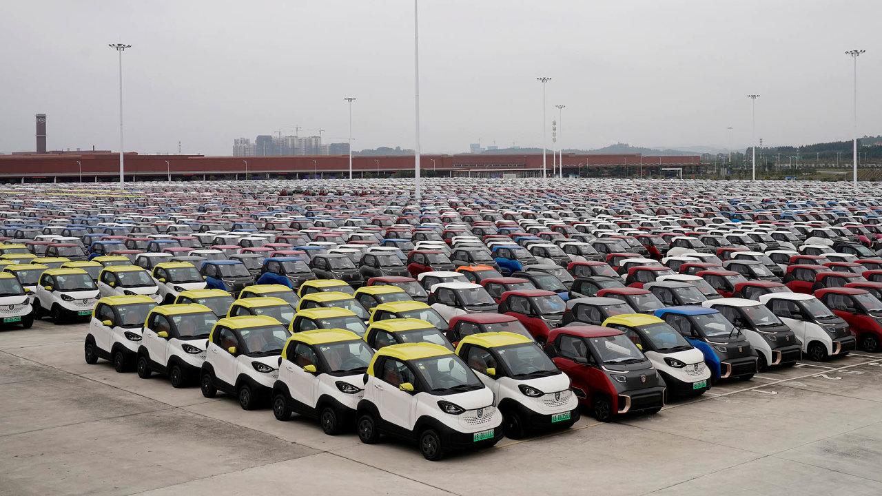 Dynamiku globálního trhu sauty více než dvě desetiletí významně ovlivňuje Čína, jež sepostupně stala pravým rájem západních automobilek. Ty tam vposledních letech narážejí nasílící konkurenci lokálních výrobců.