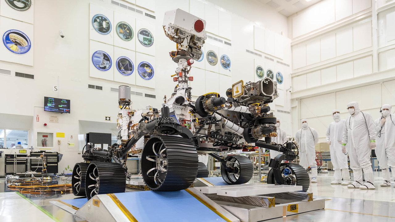 Americké vozítko Mars rover 2020 bude kromě analýzy vzorků také ukládat materiál domalých pouzder, která zaněkolik let jiná mise dopraví naZemi kanalýze vešpičkových laboratořích.