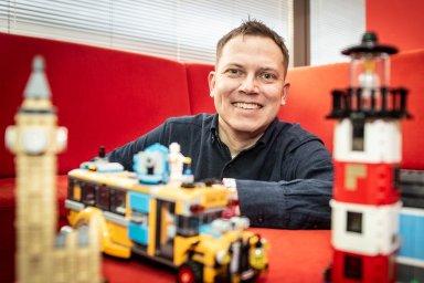 """""""Lego není jenom kostka, hračka, ale také zkušenost,"""" říká ředitel digitálního marketingu regionálního zastoupení Lega Jan Jirsa."""