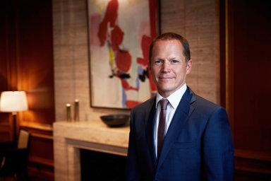 Martin Dell: Generální ředitel Four Seasons Hotel Prague. Předtím pracoval pro Four Seasons nahavajském ostrově Maui, doČeska se vrátil potéměř dvou dekádách působení vhotelích pocelém světě.
