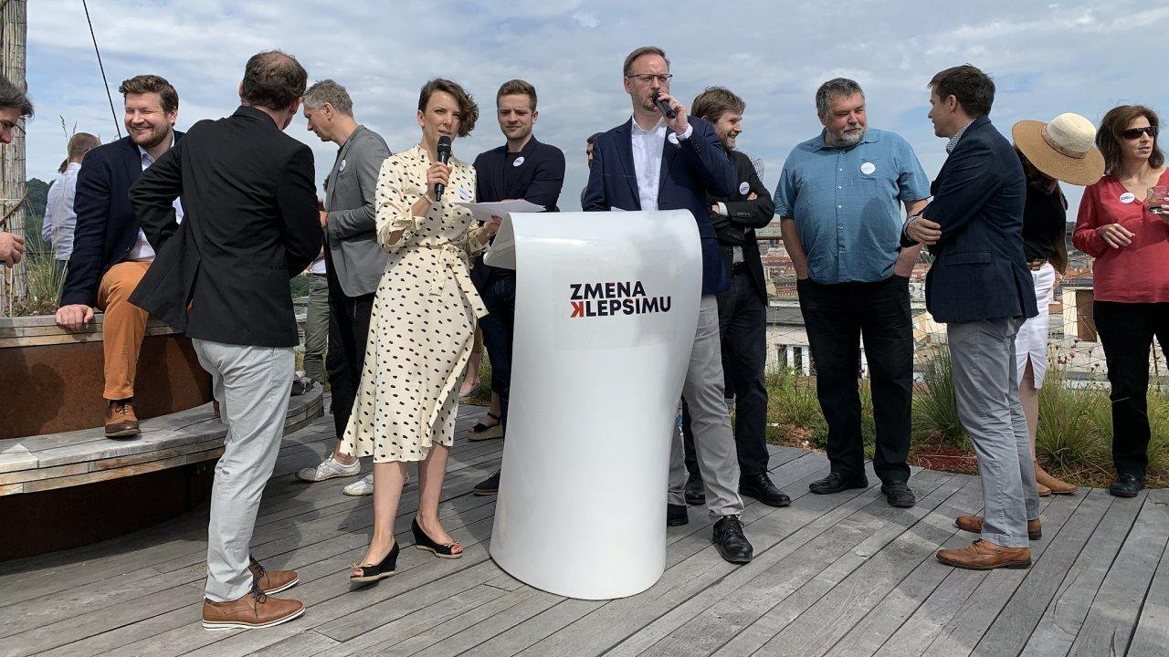 Soňa Jonášová a Martin Sedlák odstartovali na středeční konferenci iniciativu Změna k lepšímu. Ta se má postarat o vylepšení ekonomiky po době krize.
