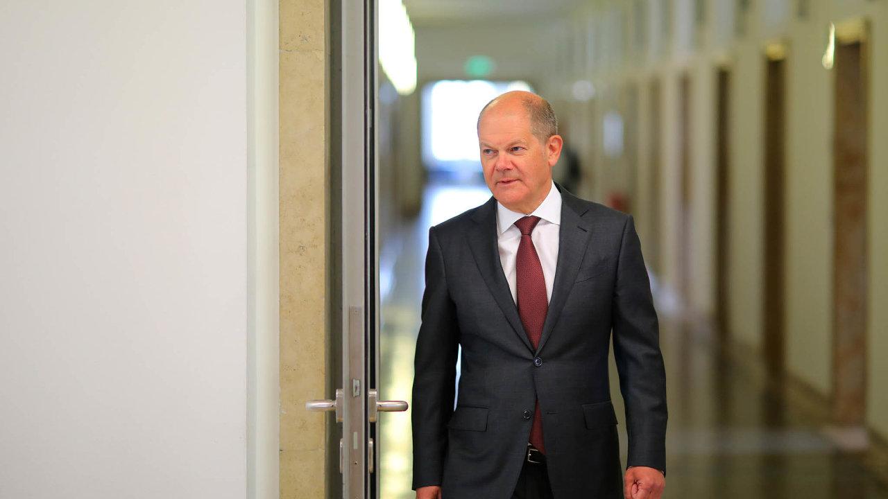 Spolkový ministr financí Olaf Scholz apeluje naobchodníky či restauratéry, aby nižší DPH promítli docen.