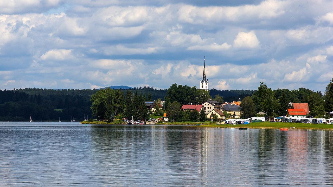 Češi letos ve srovnání s loňskem utrácejí více peněz za dovolenou v Česku.