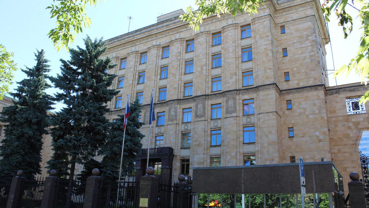 Budova velvyslanectví České republiky v ulici Julia Fučíka v Moskvě.