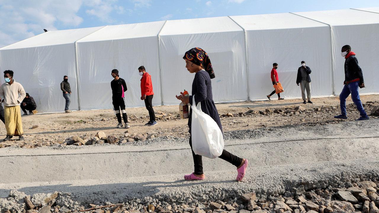 Téma migrace nyní v Česku příliš nerezonuje. Podle některých poslanců chtěla SPD cestou do Řecka své oblíbené téma opět připomenout (na snímku uprchlický tábor na ostrově  Lesbos).