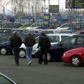 Autobazar AAA Auto chce koupit Davena International.