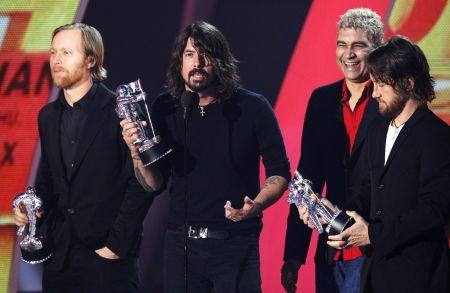 Foo Fighters přebírají cenu MTV / Reuters