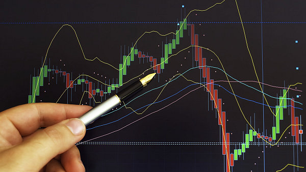 """Ilustrační foto - """"Svíčkový"""" graf vývoje cen akcií."""