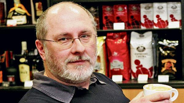 Majitel Domu kávy na pražské Letné Tomáš Bilík
