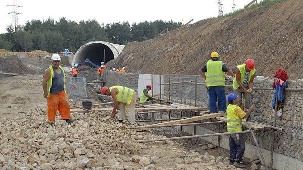 Vysílání pracovníků do zahraničí se týká převážně sektoru stavebnictví - Ilustrační foto.