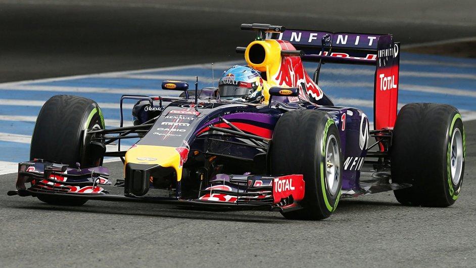 Sebastian Vettel na voze Red Bull během předsezonních testů v Jerezu