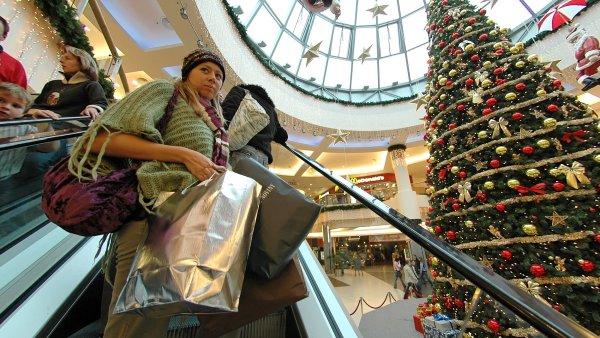 Poslanci o možném zavření obchodů o svátcích měli hlasovat tento týden, opět k tomu ale nedošlo - Ilustrační foto.