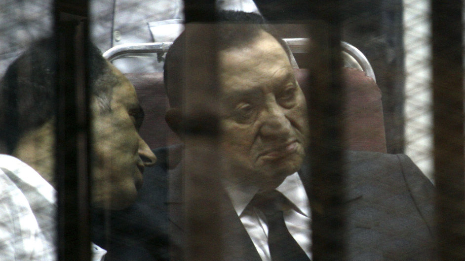 Bývalý prezident Egypta Husní Mubarak se podle opakovaného soudního procesu nepodílel na smrti demonstrantů.
