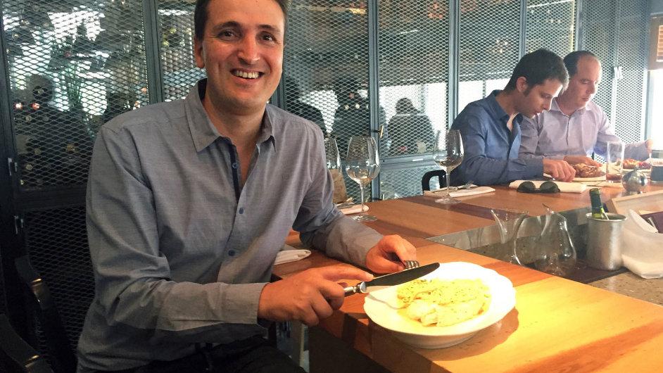 Pracovní oběd s Harelem Tayebem, ředitelem izraelské pobočky české antivirové firmy AVG, v telavivské restauraci Yaffo Tel Aviv.