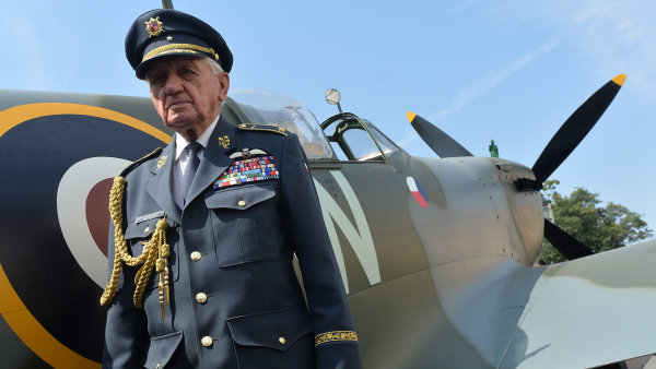 Veterán Emil Boček, RAF, Spitfire