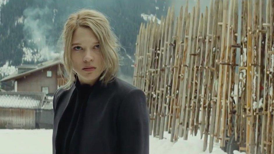 Bondovka Spectre do českých kin vstoupí příští měsíc.