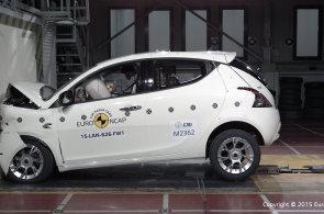 Míra ochrany posádky se u různých aut hodně liší, ukázaly testy