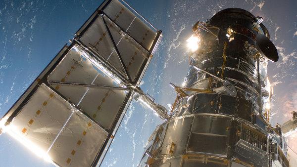 Ka�d� z p�ti galaxi� se Hubble�v teleskop v�noval p�t hodin.