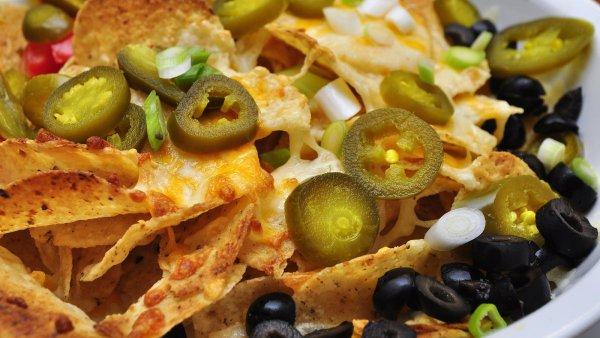 Nachos si můžete dát i k obědu, perfektně se ale hodí například ke sledování filmů nebo jako chuťovka k večernímu koktejlu - Ilustrační foto.