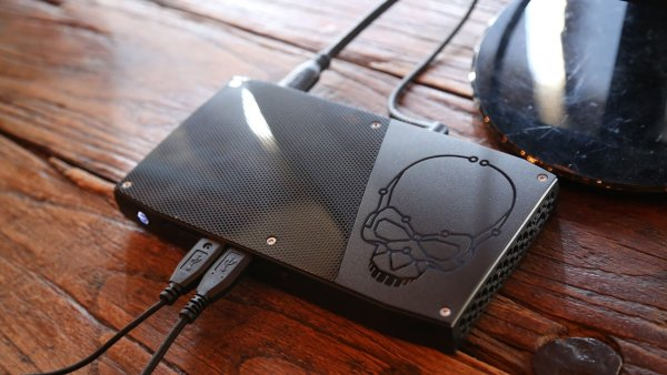 Intel NUC Skull Canyon, miniaturn� hern� po��ta�