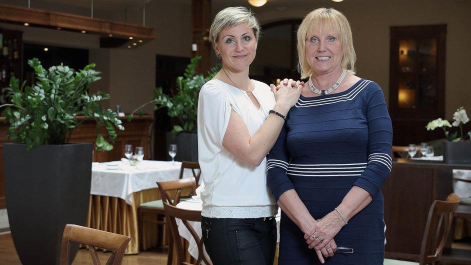 """Iv cizině, kde navštěvujeme vyhlášené restaurace, se vždycky těšíme knám,"""" říká Naděžda Frolíková, majitelka restaurace Hejtmanský dvůr ve Slaném (vlevo)."""