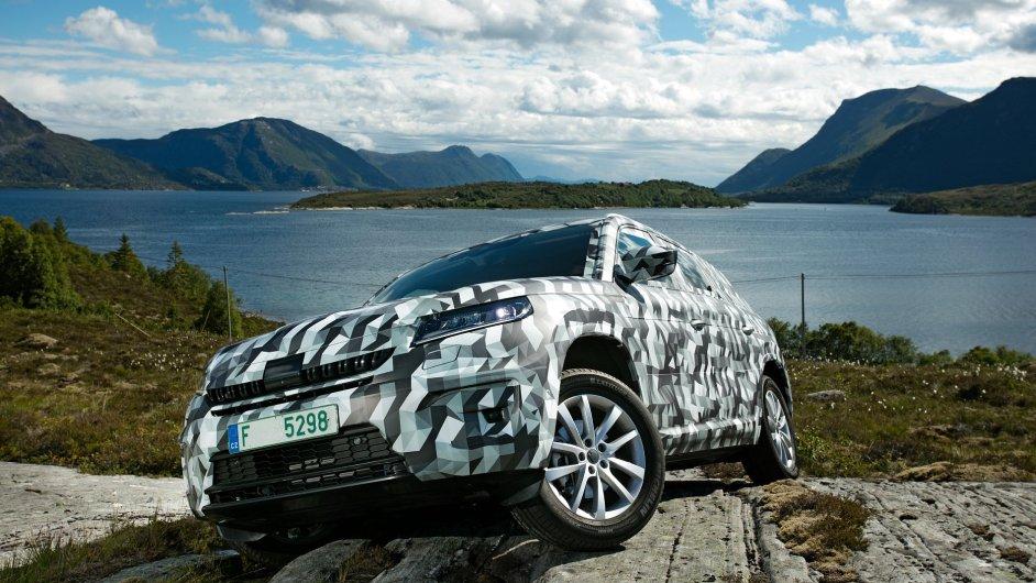 Škoda Kodiaq chráněná speciální fólií - automobilka model oficiálně představí až v září.